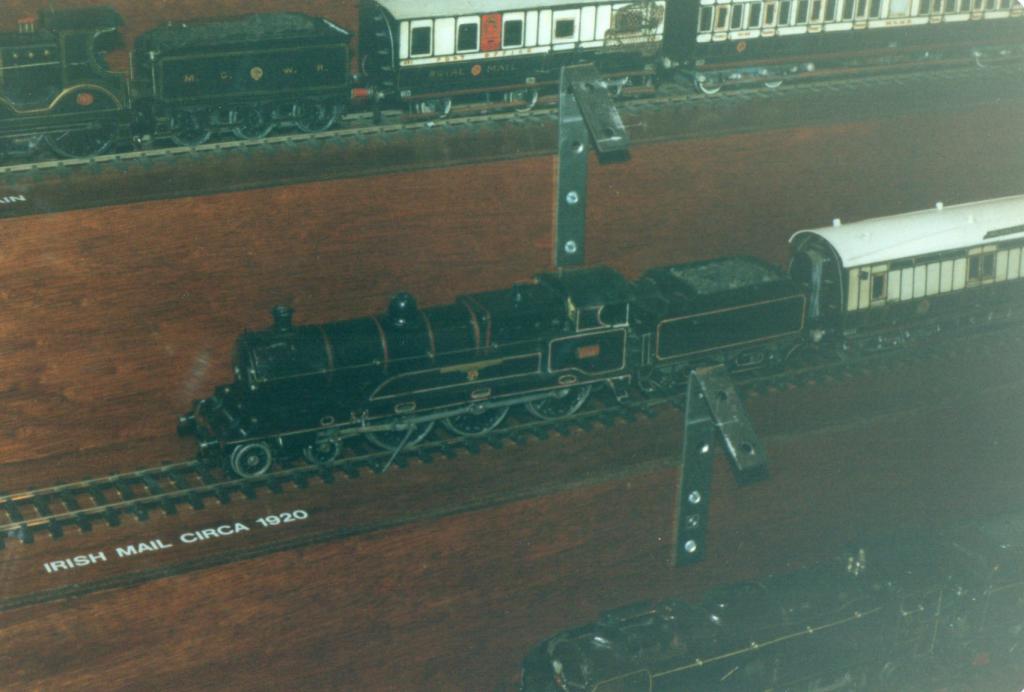 Irish Mail 2 -6 -0  Fry Model Railway D Heath.jpg
