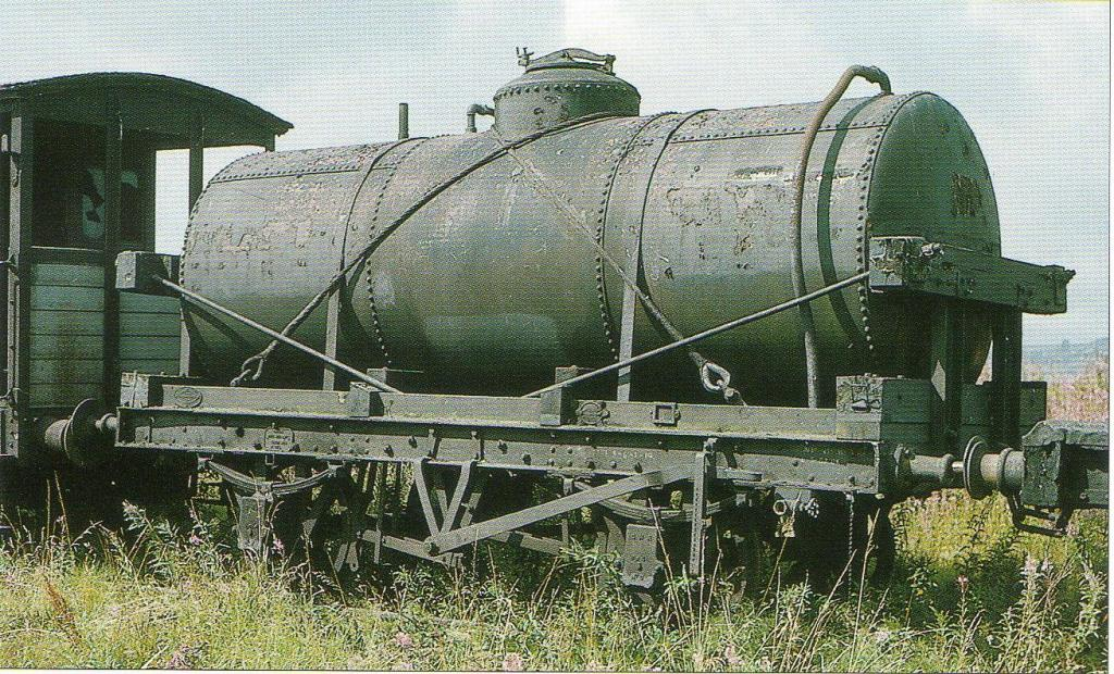 Shell Mex & BP Class B Tank 271 in 1965.jpg