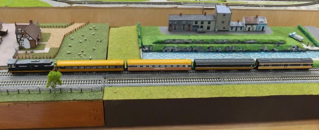 T Trak Layout with B 121 class and coaches cropped.jpg