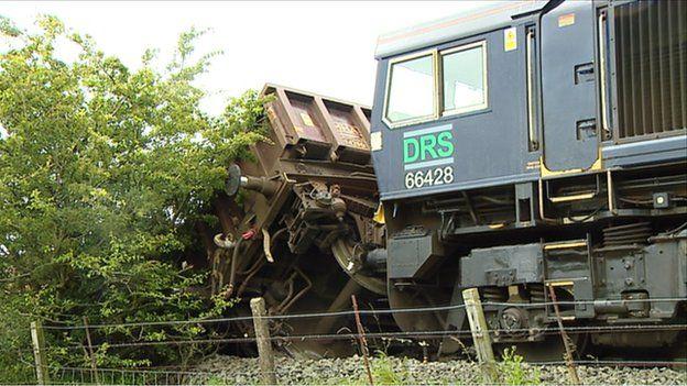 _84631100_deraileight.jpg