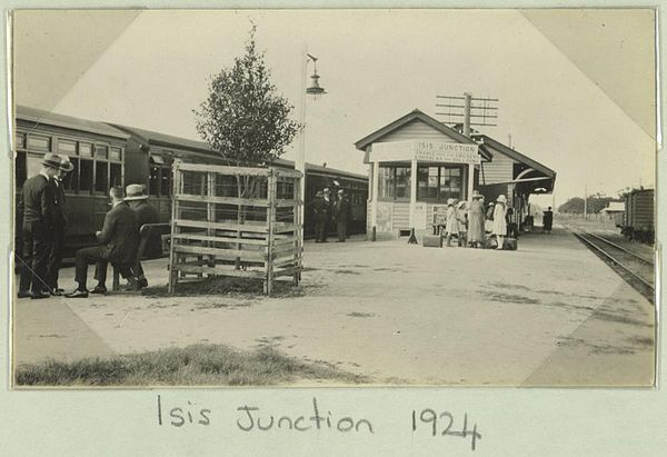 600px-StateLibQld_1_259233_Isis_Junction_railway_station,_1924.jpg