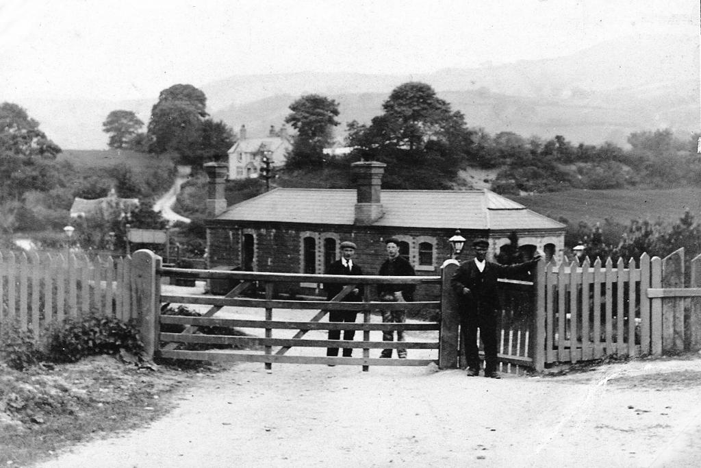Cynwyd Station Entrance c.1912.jpg