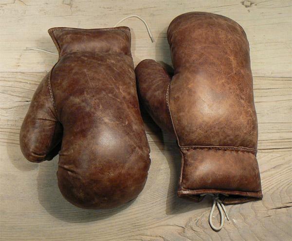 vintage_boxing_gloves_2.jpg.21df2652ff60d2fb4e63d459e22ac9a9.jpg