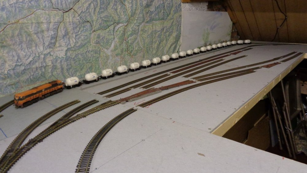 Glengarriff behind station fiddle yard track layout check (4).JPG