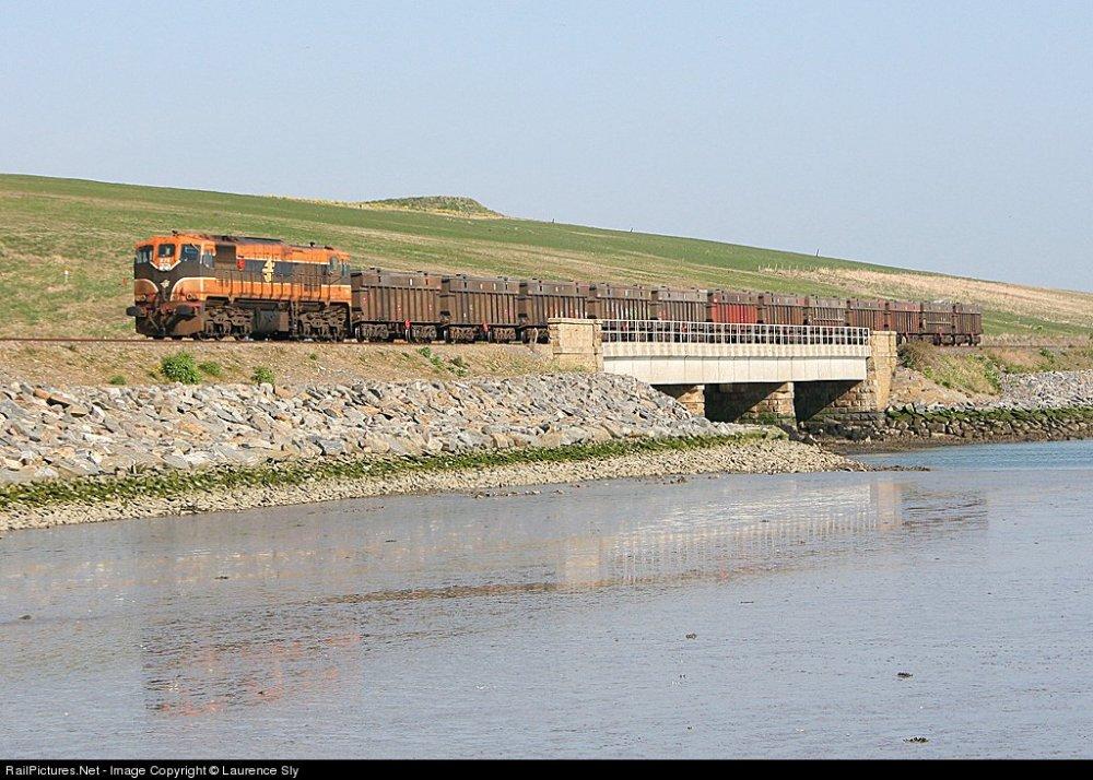 IE 076 & Tara mines wagons..jpg